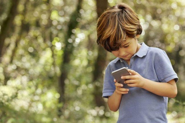 Quel est l'âge idéal pour un enfant d'avoir un téléphone